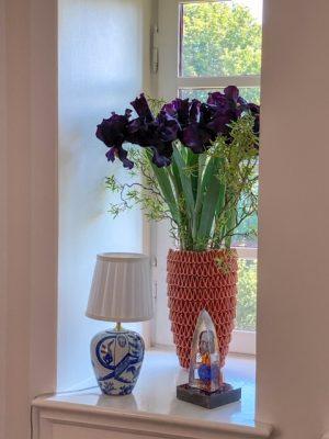Iris, mörk lila/svart konstgjord blomma-0